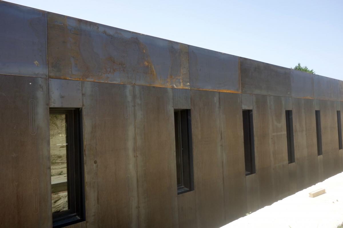 cr ation d 39 un chai viticole dans la dr me 26 blau architectes jean. Black Bedroom Furniture Sets. Home Design Ideas